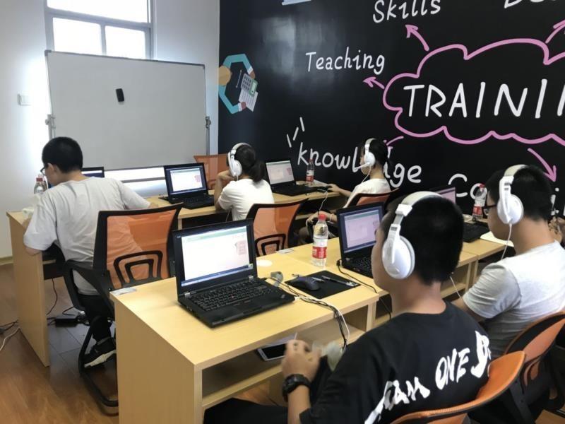 聚焦AI技术赋能教育:松鼠AI智适应系统战胜百城人类教师