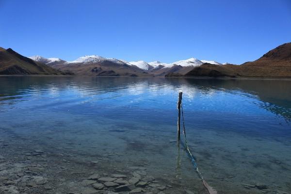 西藏这个湖泊禁止任何商业开发,所以至今依然保留着纯净之美