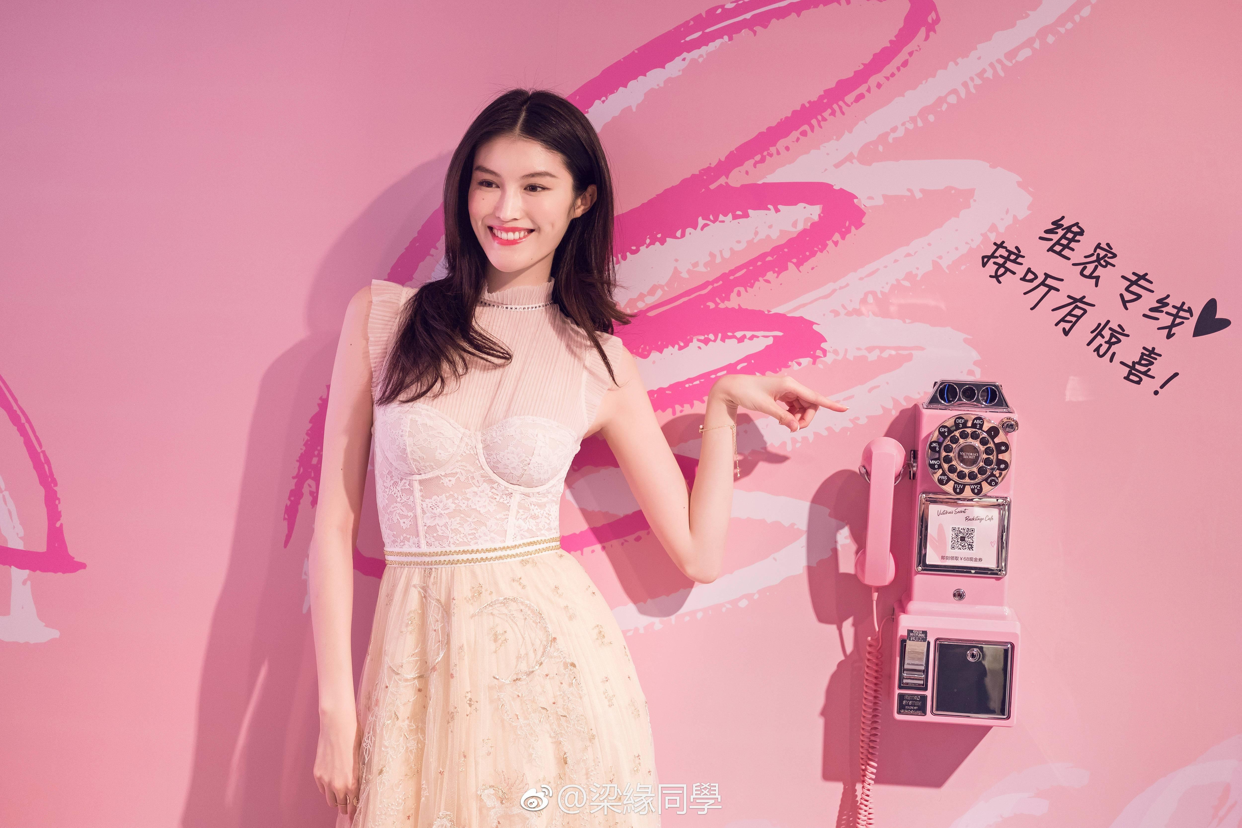 八月模特榜 | 这个时尚圈最忙碌的季节,刘雯、何穗、雎晓雯都变成了劳模