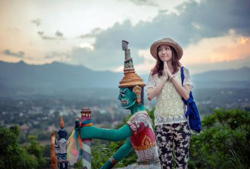 去泰国的美女们到这里不要穿裙子,不然后悔又尴尬