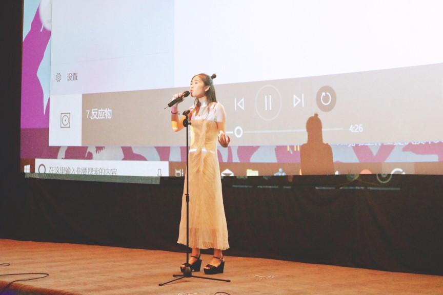多才多艺、原创歌曲全国上线,17岁的她却梦想成为一名科学家!