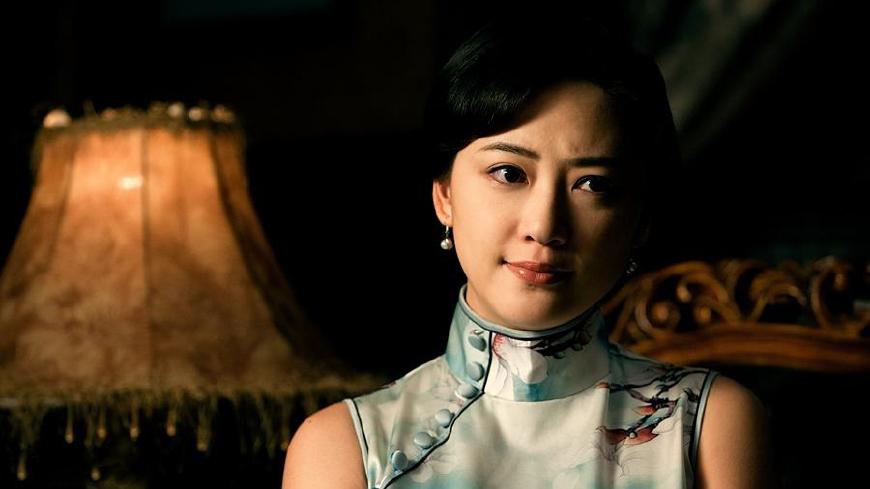 应采儿告诉你,穿旗袍发型有多重要,网友:感觉换了张脸图片