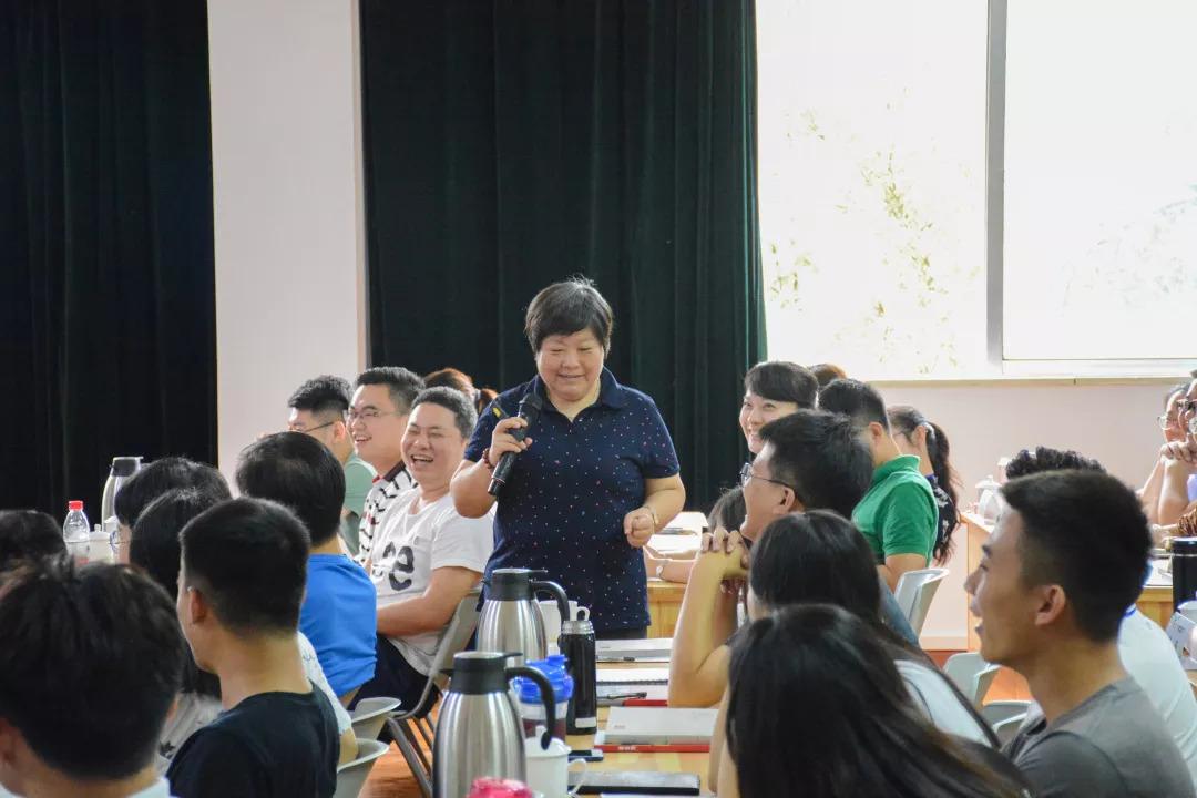 政务 正文  来自山东行政学院的邱丽莉教授 给学员们带来了一场生动