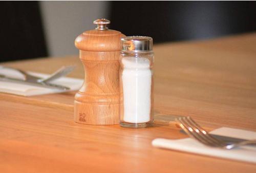 身体一旦出现这5个迹象,是在提醒你吃盐过多了,望重视!