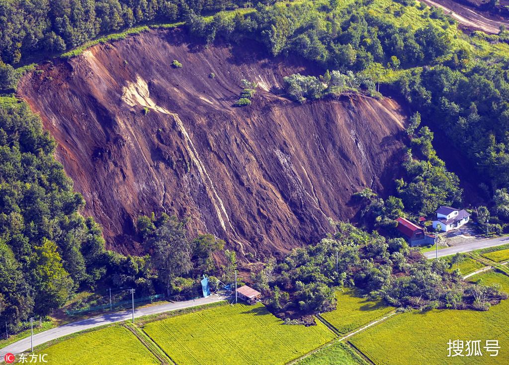 日本北海道6.9级地震引发山体滑坡 房屋遭掩埋