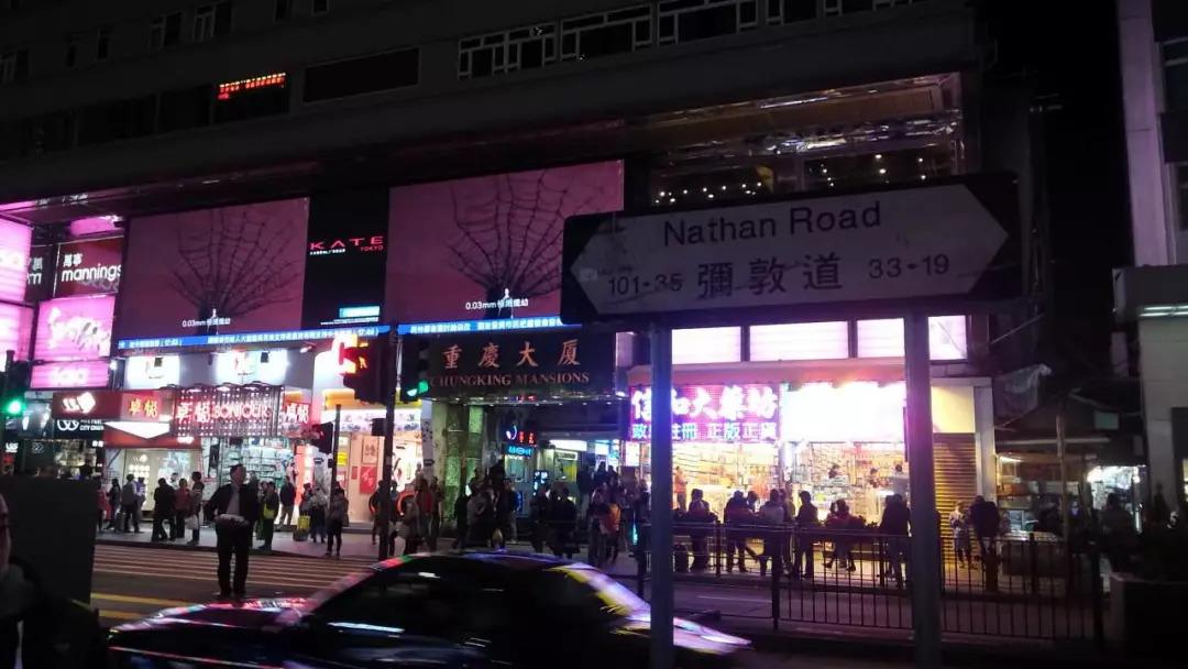 阅读更多关于《所有网站都警告游客别住重庆大厦所以我一定要来这里》