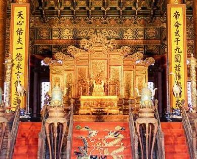 清朝皇上坐的龙椅是什么材质的