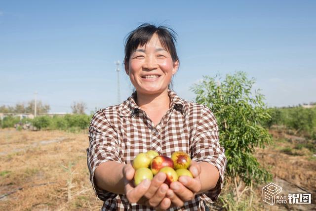 新疆维族女人人体艺术_丰收中国:新疆维族美女为家乡冬枣代言,直播一天卖10万