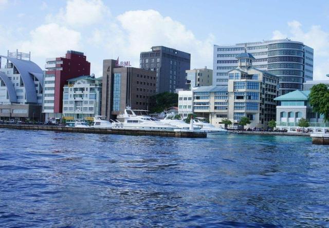 马尔代夫首都马累,世界上最小的首都,也是全世界最拥挤的城市