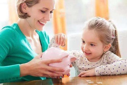 給孩子零花錢時,最有代表性的5種家長,最後1種最好