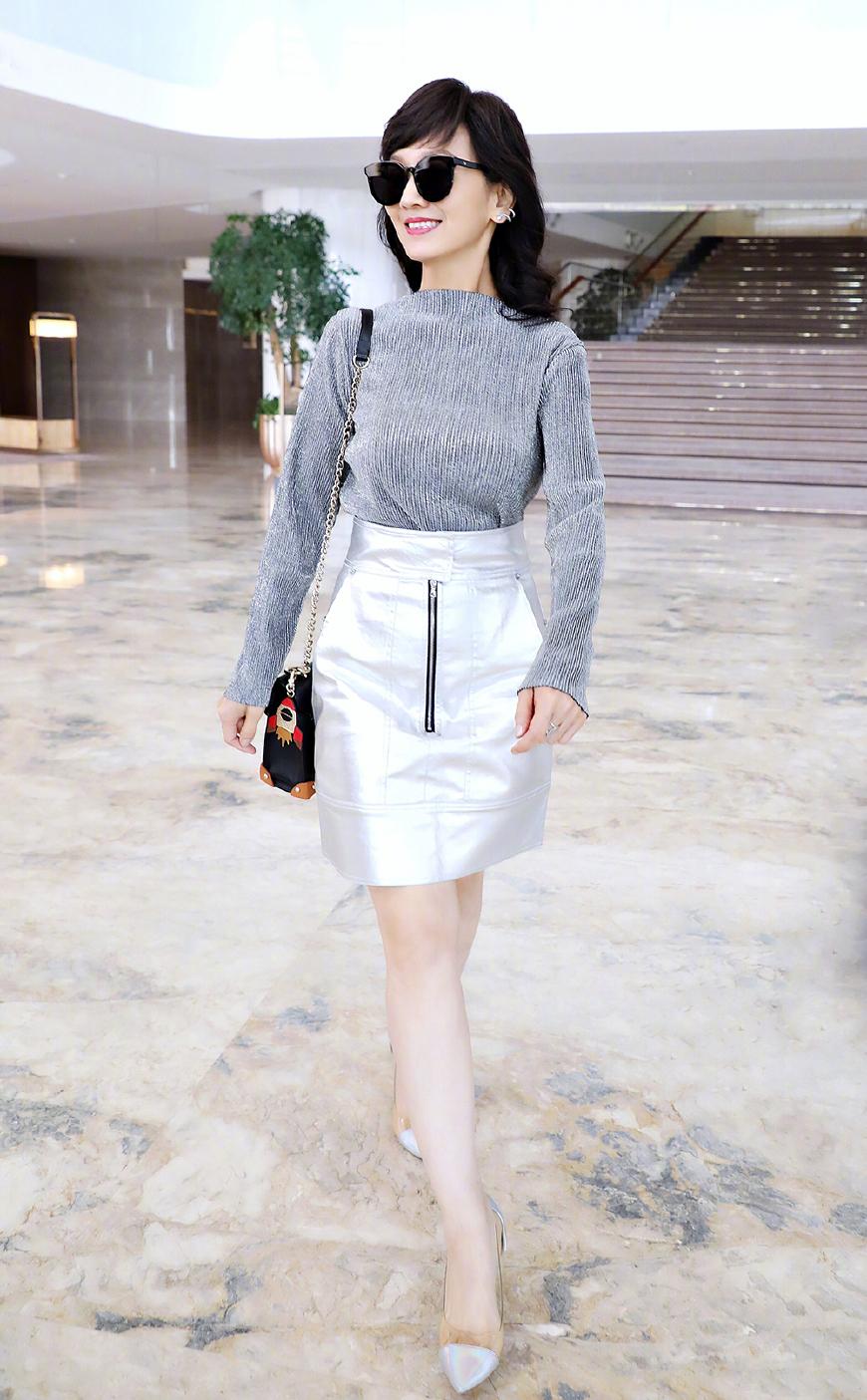 奶奶辈的刘晓庆赵雅芝如今靠腿逆袭,美腿线条一点不像60多的人
