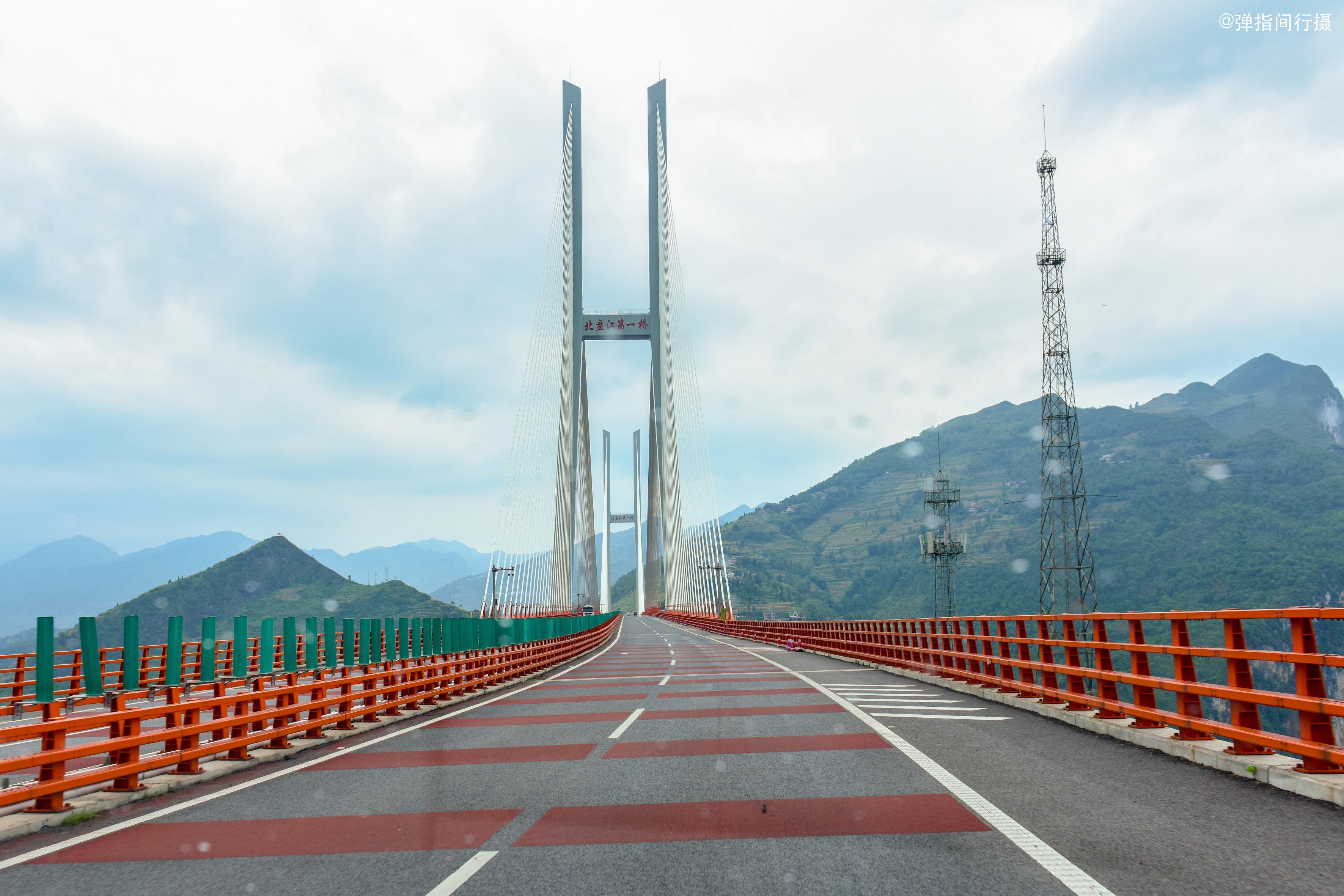 大桥的一日十次_世界第一高的北盘江大桥,垂直高度达565米,横跨贵州和云南两省