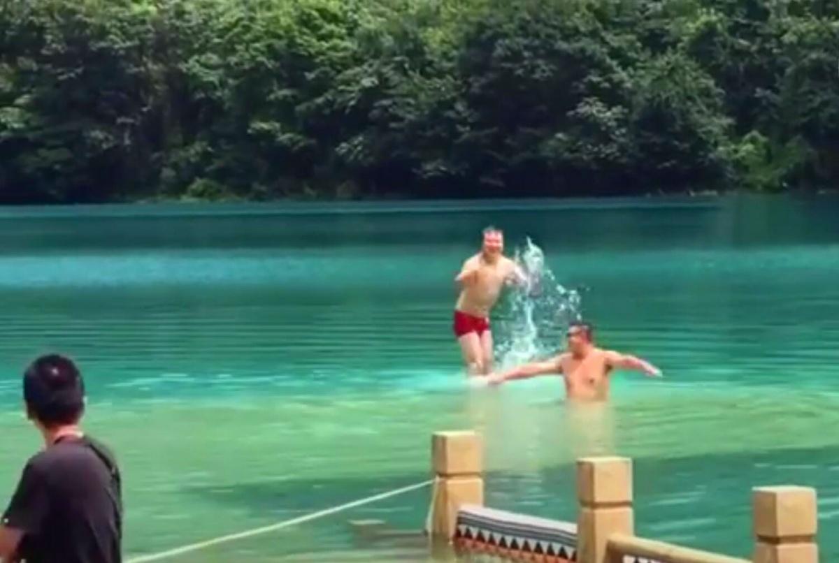 游客穿内裤把天池当泳池,还发抖音炫耀