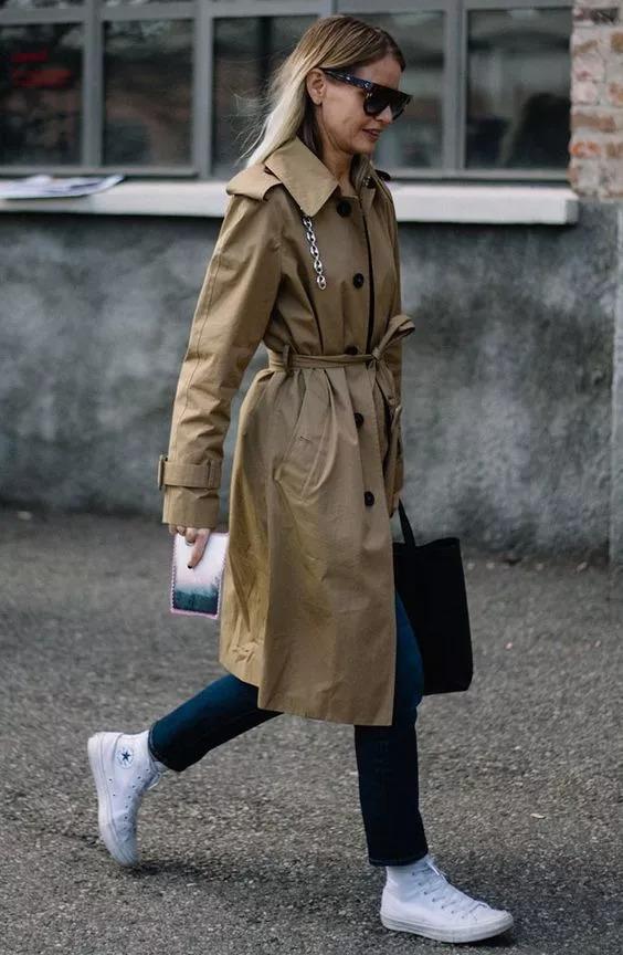 风衣帆布鞋_穿帆布鞋的女生图片