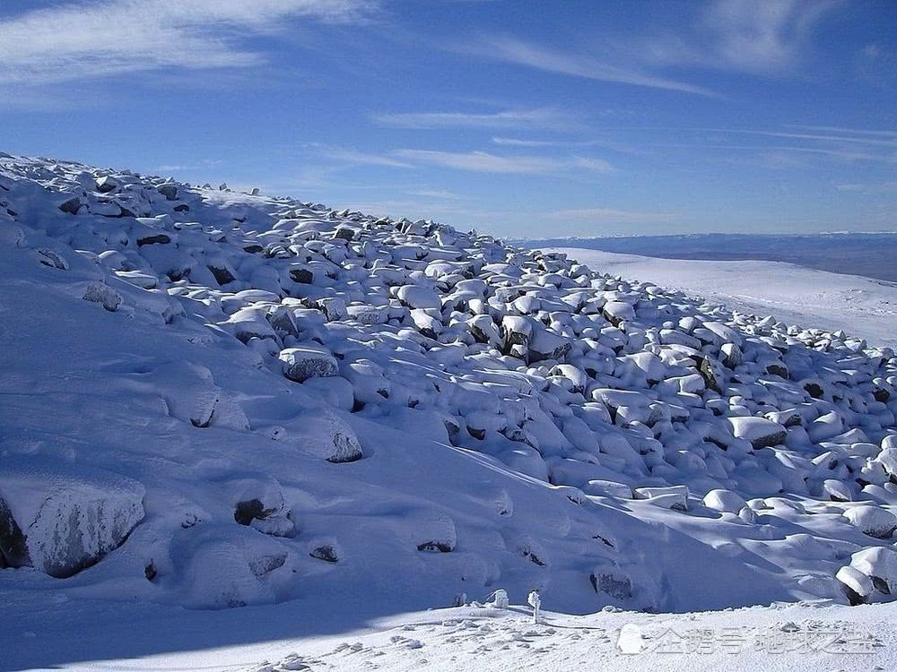 世界最奇怪河流:没有一滴水,由百万块大石头组成,居然还有水声!