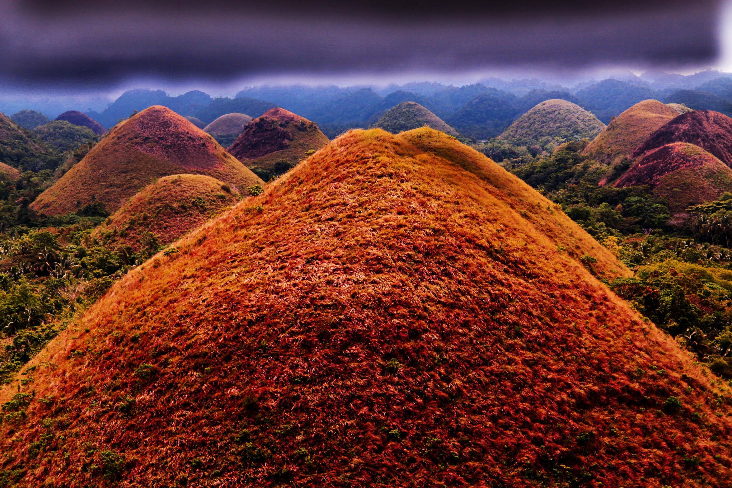 """菲律宾薄荷岛有一座巧克力山,然而""""只能看不能吃"""""""