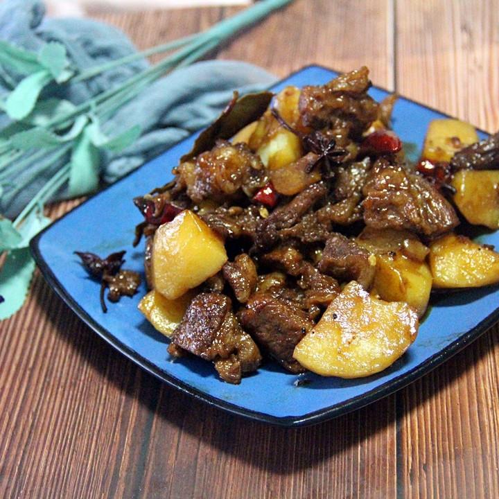 土豆炖牛腩,无敌美味的一道牛肉菜谱,补充能量的佳品