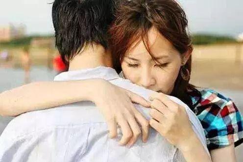 你知道男人看到旧情人时,心里是怎么想的吗?