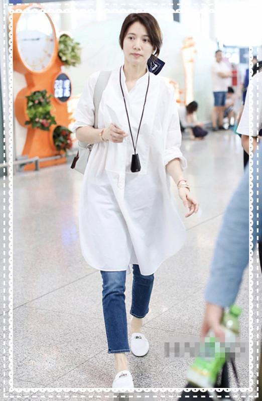 当47岁袁咏仪和63岁赵雅芝同穿白色衬衫裙,我才意识到保养重要性