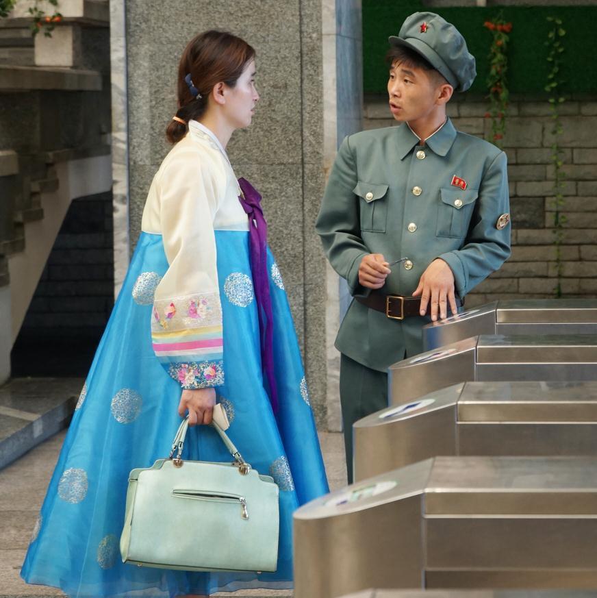 """朝鲜街头""""剩女""""多,""""四好""""女孩也愁嫁"""