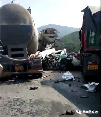 大事再见!丰顺至梅州高速公路发生大型连环车祸!车被砸了!