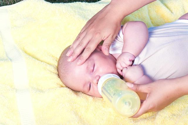 妈妈这样冲奶粉,无疑是拿宝宝的健康在开玩笑!