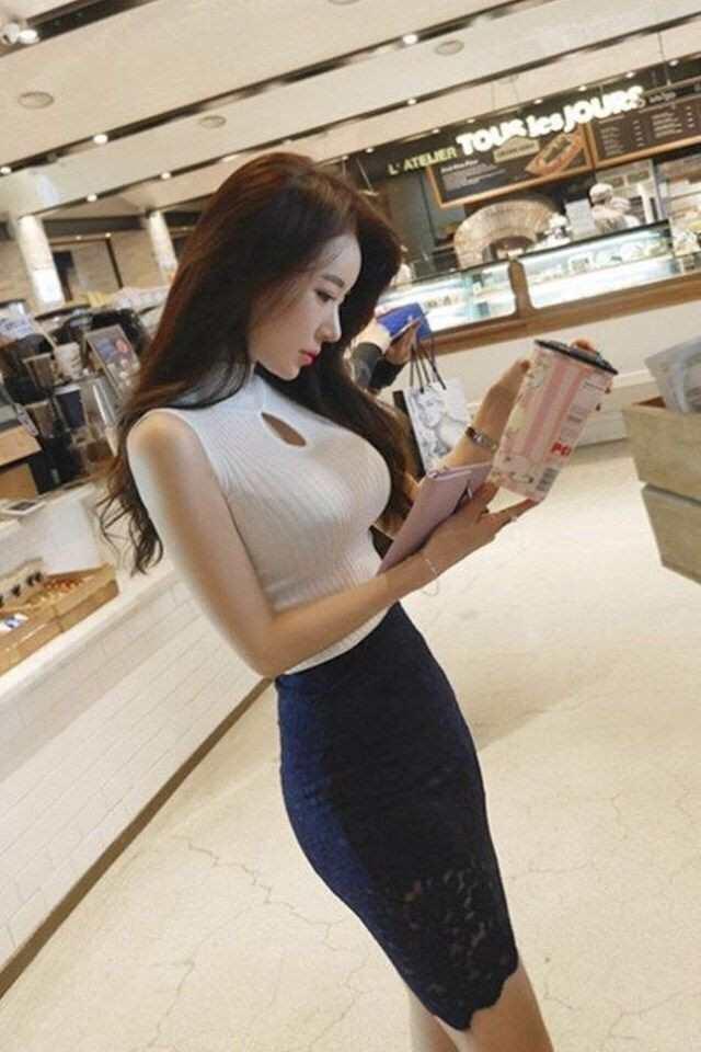 小姐橹_气质逼人的小姐姐,紧身套裙完美展现了凹凸有致的身材