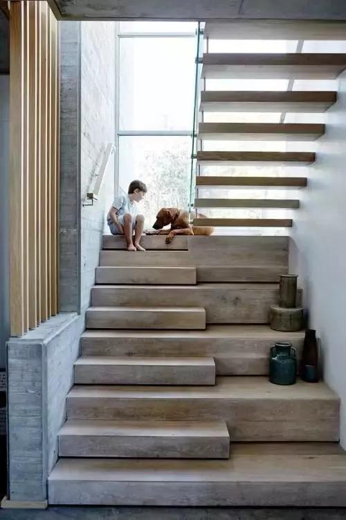 这样设计复式楼梯,大气有格调,简直是帅到掉渣呀!图片