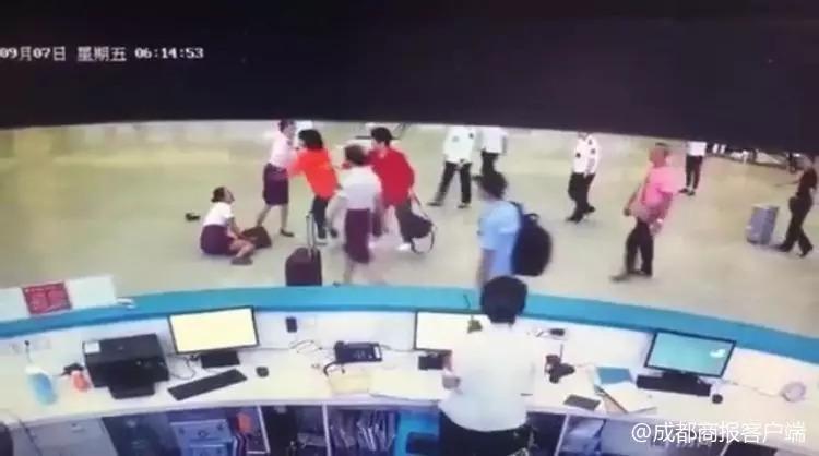 成都东客站内女子带刀过安检,脚踢动妹?限制购票!行拘7天!
