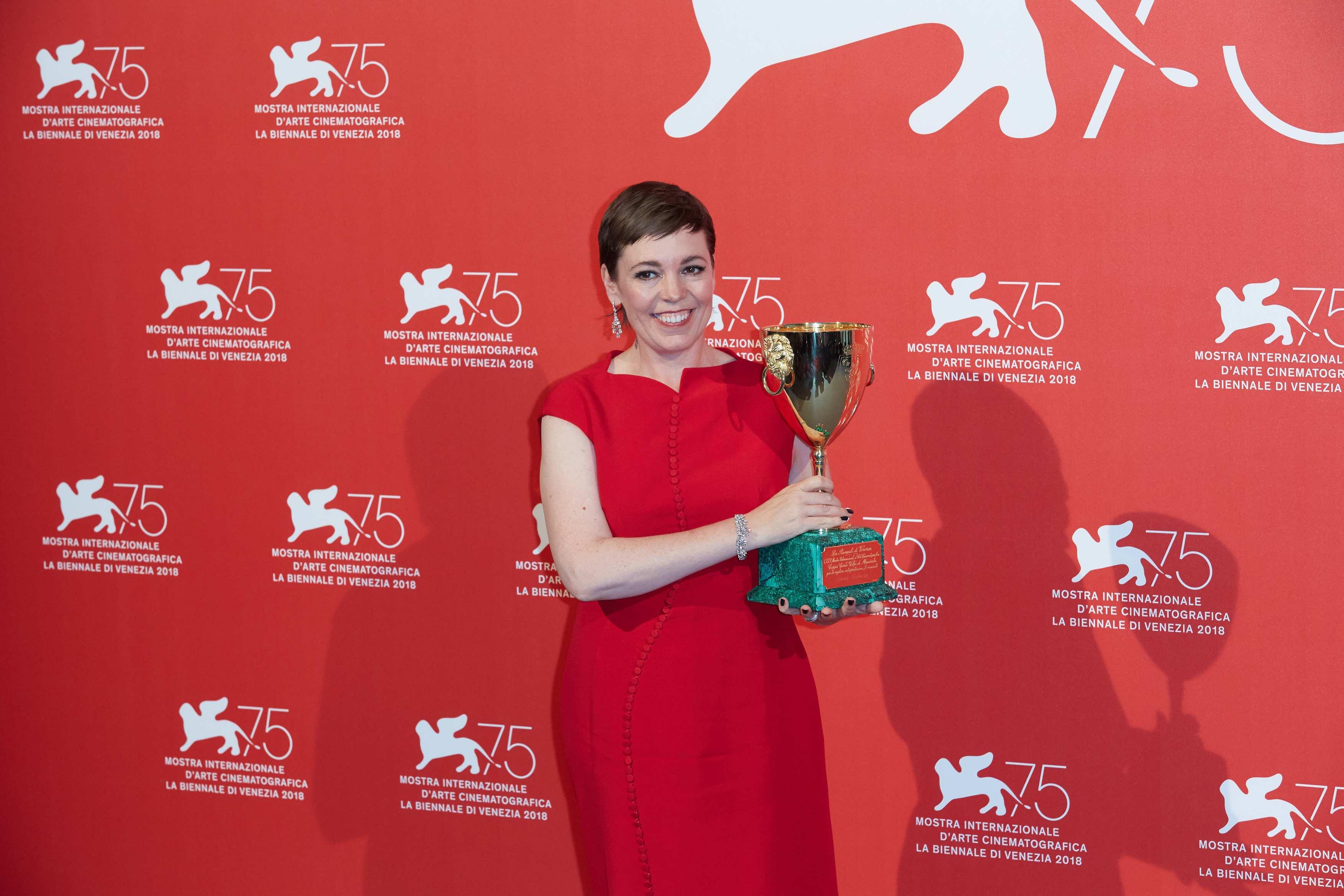 奧利維婭·科爾曼受封影後實至名歸,《寵兒》開局順利摘得多獎