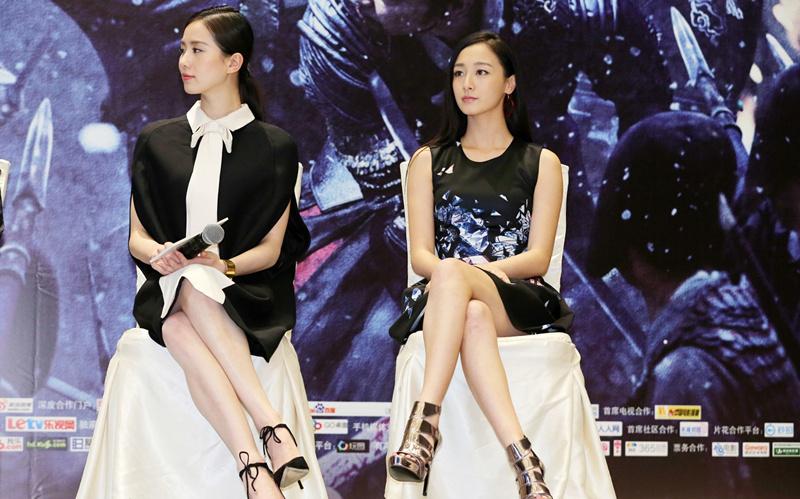 刘诗诗叶青同台亮相,这坐姿真优美,没有对比就没有伤害!图片
