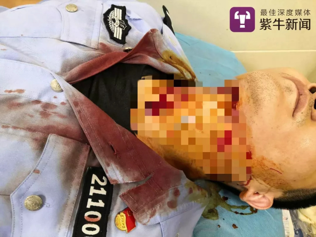 生死3秒!南京民警处警时突遭嫌疑人割喉,离颈动脉只差3厘米……