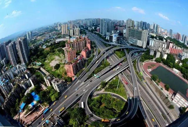 人均gdp 重庆_图中是天津,其2017年的人均gdp为11.9万元,在14个万亿gdp城市中排名第十二.