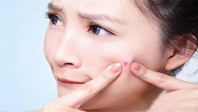 """护肤时,要谨记这四个""""重点""""!不然脸上会频繁出油、起痘"""