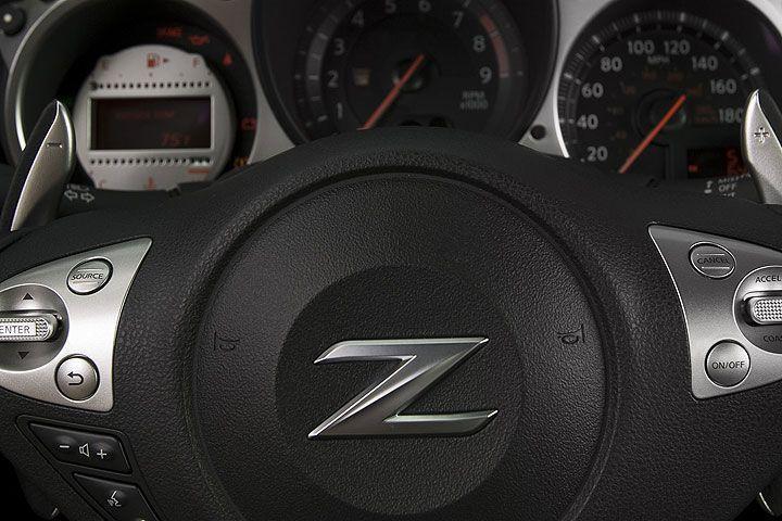 宝马找上丰田造出Z4跑车,日产则找上了奔驰玩更大的!