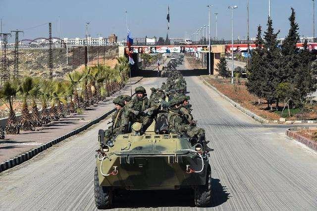 战斗打响!俄军通知美军立刻撤退:一小时以后,我军将轰炸该地区