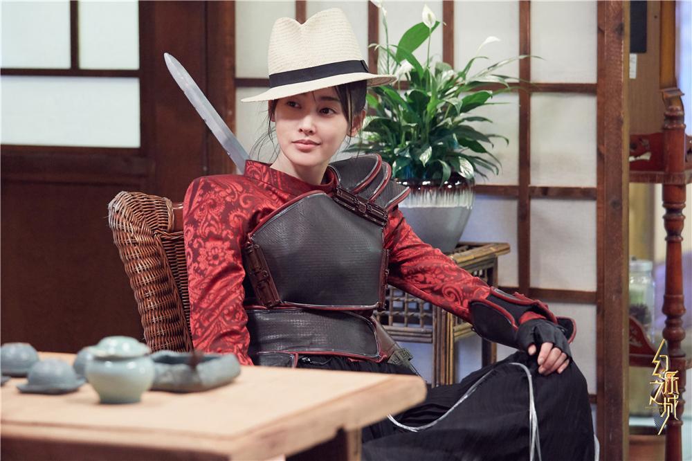 张天爱首登《幻乐之城》 演绎史上最怂女盗侠