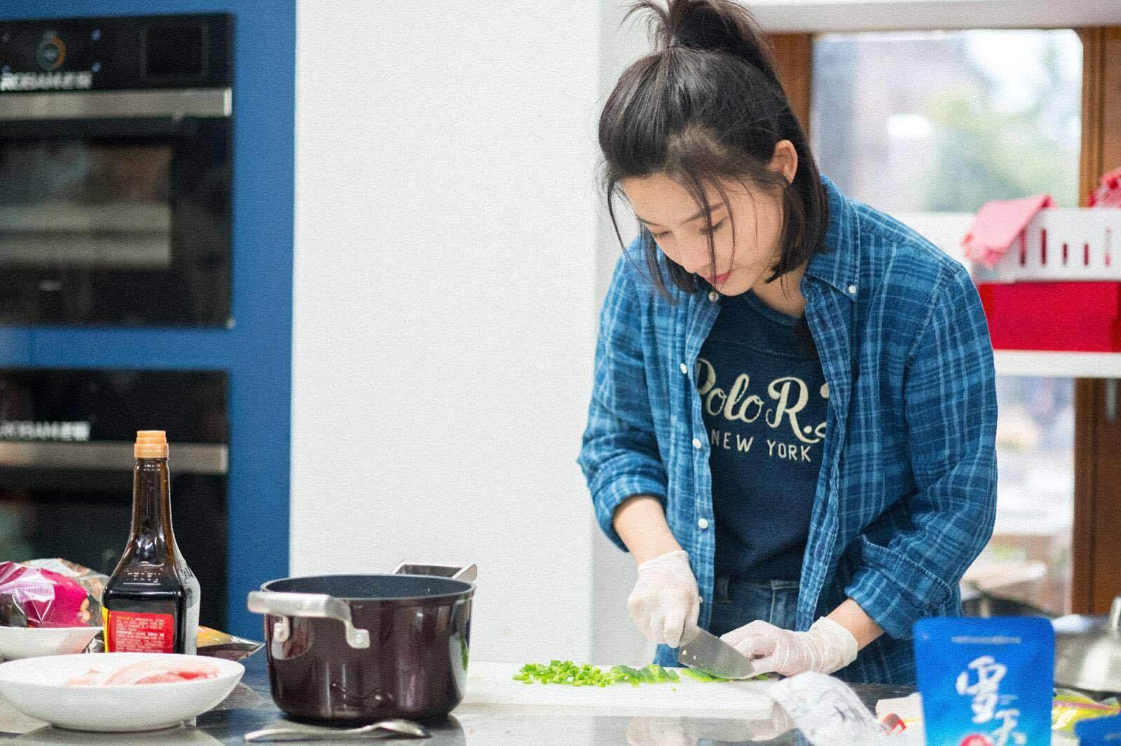 《中餐厅2》杨子姗大展收纳技能 真人秀首秀成功圈粉