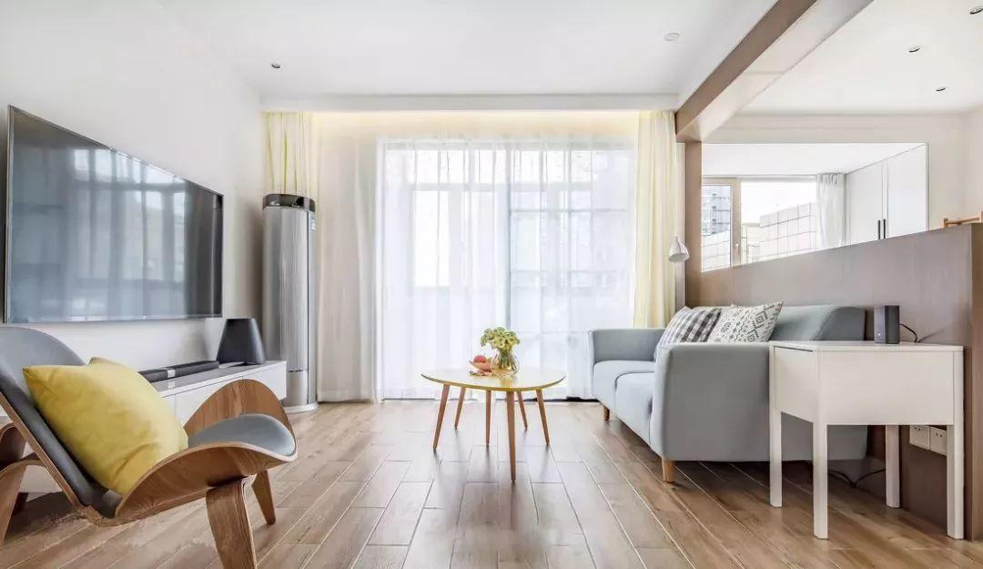 客厅用立式空调,摆沙发墙还是电视墙好?
