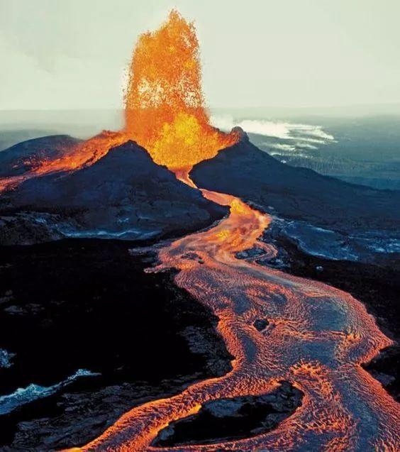火山爆发的瞬间