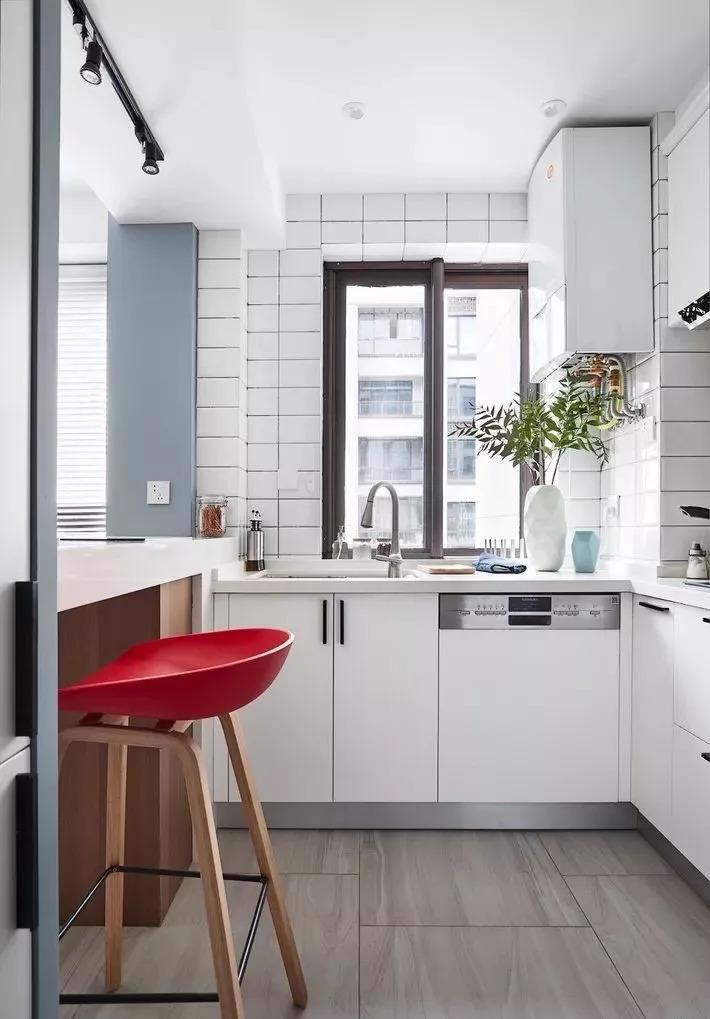 现在厨房瓷砖已经不流行通铺了,很多人都喜欢这样铺!
