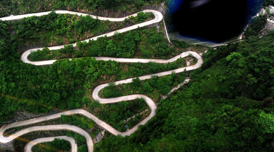 中国最危险盘山公路,99道弯老司机不敢走,私家车不能通行!