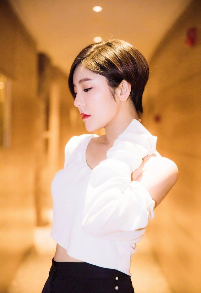 赵奕欢仅剪了一款短发,气质更加出众,网友:看了我也想剪短发!