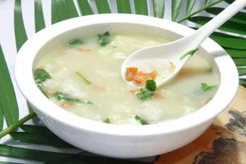 疙瘩汤,猪肉蛤蜊酸菜汤,素烩汤粉丝放在冰箱图片