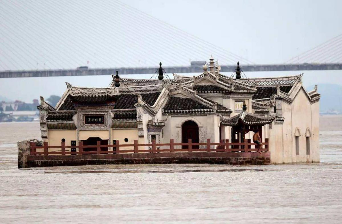 """屹立于长江中心的""""钉子户"""",竟然有700年的历史"""