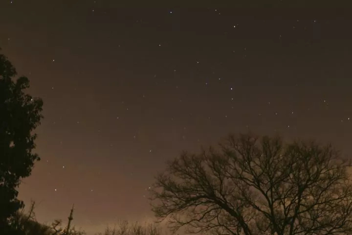 紫金山上繁星点点的夜空
