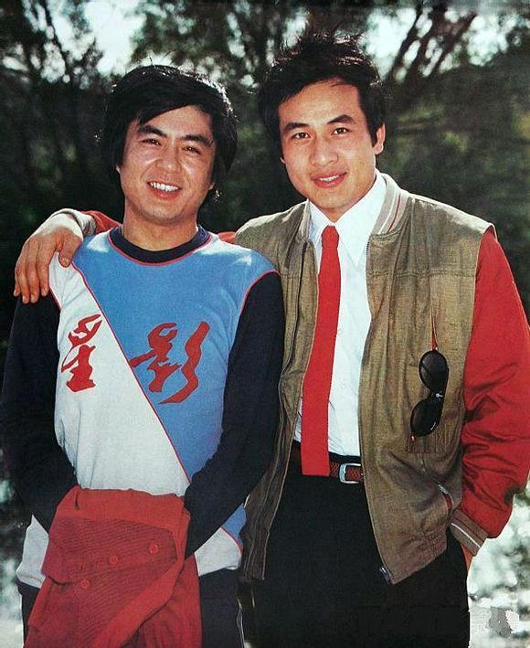 80年代长影厂两帅哥 年龄相仿长得像 昔日当红小生 如今也很精神