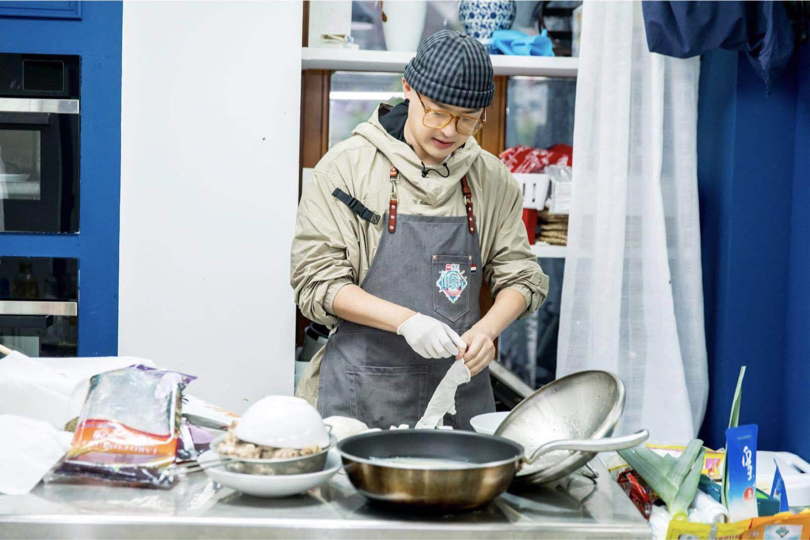 """杨子姗包贝尔迎新挑战 """"福禄寿喜锅""""合唱送别催泪"""