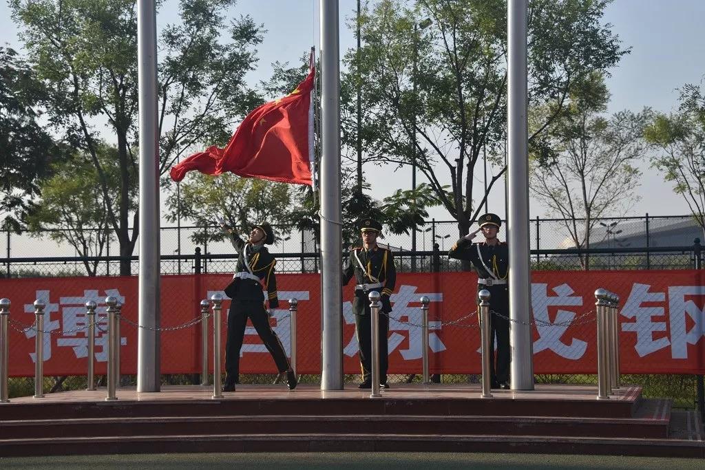 【今日头条】校团委组织举行新学期首次升旗仪式