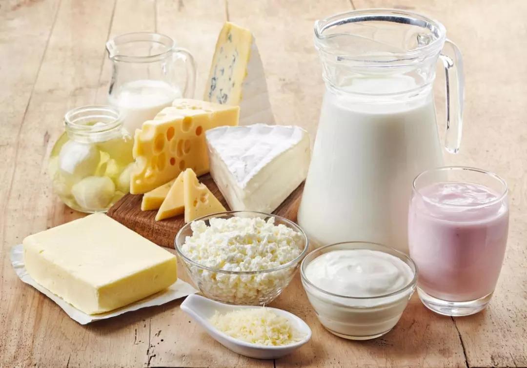 《柳叶刀》:奶不能停!21国13万人10年随访显示,每天喝一斤牛奶或酸奶,与全因死亡风险下降17%相关 | 临床大发现